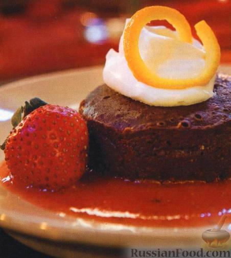 Рецепт Шоколадный десерт с клубнично-апельсиновым соусом