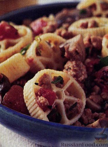 Рецепт Макароны с мясом, помидорами и грибами