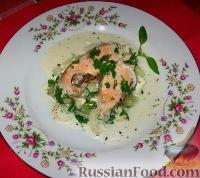 Фото к рецепту: Горбуша с огурцами