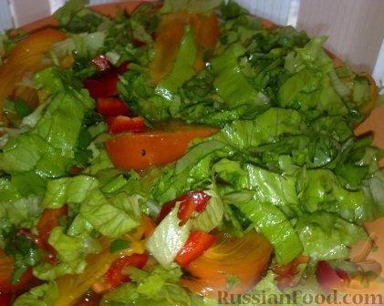 Фото к рецепту: Салат с хурмой