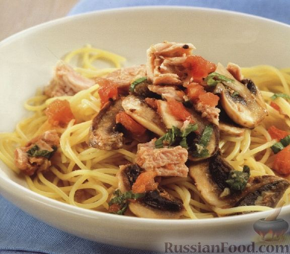 Рецепт Спагетти с тунцом, грибами и помидорами