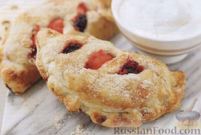 Рецепт Пироги из слоеного теста с яблоками и ежевикой
