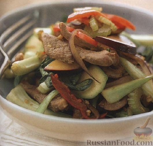 Рецепт Теплый салат из утиного мяса, овощей и сливы