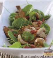 Фото к рецепту: Теплый салат из шпината, мяса и грибов