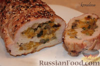Фото к рецепту: Рулет из индейки (или свинины) с шампиньонами и болгарским перцем