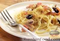 Фото к рецепту: Спагетти с беконом, анчоусами, оливками и грибами
