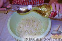 Фото приготовления рецепта: Салат из свежей капусты с растительным маслом и уксусом - шаг №8