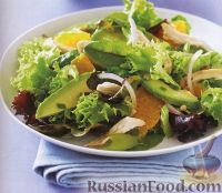 Фото к рецепту: Зеленый салат с авокадо, курятиной и мандаринами