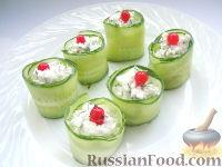 Фото к рецепту: Закуска из огурцов и творога