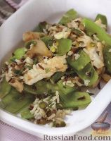 Фото к рецепту: Теплый салат из индюшатины, риса, горошка и грибов