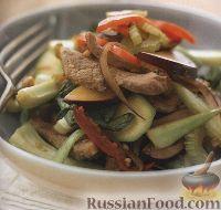 Фото к рецепту: Теплый салат из утиного мяса, овощей и сливы