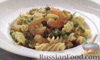 Фото к рецепту: Макароны с креветками и зеленым горошком