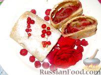 Фото к рецепту: Штрудель с малиной и арахисом
