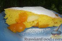 Фото к рецепту: Бисквит с абрикосами и яблоками