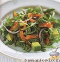 Фото к рецепту: Салат с рукколой, авокадо, спаржей и лососем