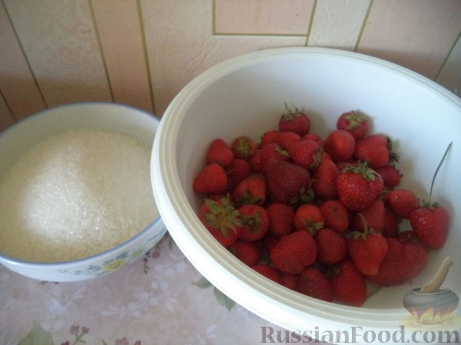 Фото приготовления рецепта: Пятиминутка из клубники или земляники - шаг №1