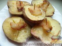 Фото к рецепту: Картофель, запеченный в духовке с салом