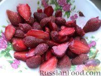 Фото приготовления рецепта: Быстрый клубничный пирог - шаг №2