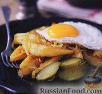 Фото к рецепту: Жареная картошка с луком и яичницей