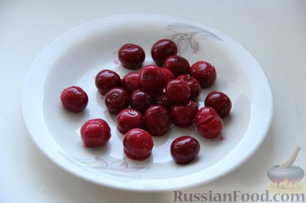 Фото к рецепту: Маринованная вишня (маринованная черешня)