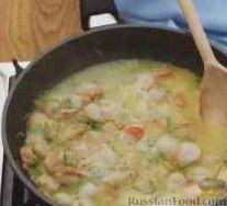 Фото приготовления рецепта: Томатный суп с мясными фрикадельками и рисом - шаг №7