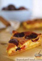 Фото к рецепту: Пирог с сыром и сливами