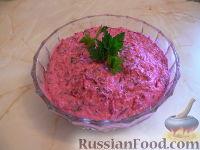 Фото к рецепту: Свекольный салат с творогом и яблоком