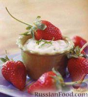 Фото к рецепту: Клубника со сметанным соусом