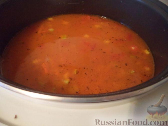 Фото приготовления рецепта: Салат с цветной капустой, копченой курицей, кукурузой и сыром - шаг №12