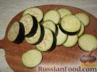 Фото приготовления рецепта: Жареные баклажаны с чесноком - шаг №2