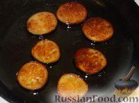 Фото приготовления рецепта: Жареные баклажаны с чесноком - шаг №4