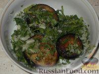 Фото приготовления рецепта: Жареные баклажаны с чесноком - шаг №7