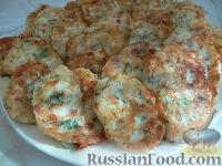 Фото к рецепту: Оладьи с колбасой, луком и сыром