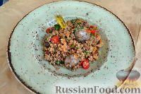 Фото к рецепту: Колбаски с гречкой и овощами