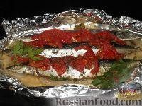 Фото к рецепту: Сайра, запеченная с помидорами