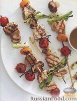 Фото к рецепту: Шашлыки из тунца и овощей