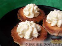 Фото к рецепту: Масляный крем со сгущенным молоком