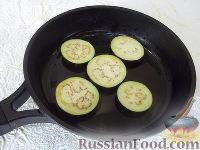 Фото приготовления рецепта: Горячая закуска из баклажанов и помидоров под сыром - шаг №3