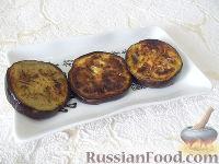 Фото приготовления рецепта: Горячая закуска из баклажанов и помидоров под сыром - шаг №4