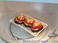 Фото приготовления рецепта: Горячая закуска из баклажанов и помидоров под сыром - шаг №7