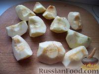 Фото приготовления рецепта: Яблочные дольки в карамели - шаг №2