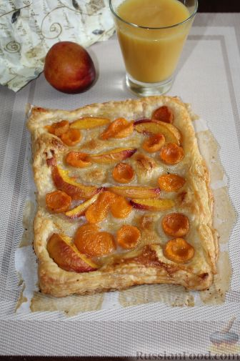 Фото приготовления рецепта: Слоеный пирог с фруктами - шаг №1