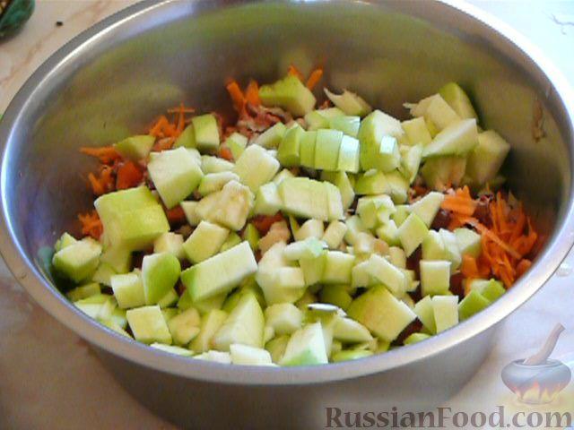 Фото приготовления рецепта: Макароны с куриными фрикадельками и томатным соусом - шаг №3