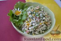 Фото к рецепту: Салат из крабовых палочек с кукурузой и огурцом