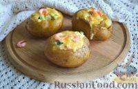 Фото к рецепту: Запеченная картошка, фаршированная креветками и огурцом