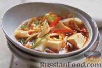 Фото к рецепту: Тайский суп с рисовой лапшой и сыром тофу