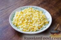 Фото приготовления рецепта: Салат с сухариками - шаг №4