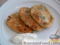 Фото к рецепту: Оладьи на кефире с сыром
