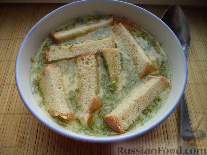 Фото приготовления рецепта: Сырный суп с гренками - шаг №7