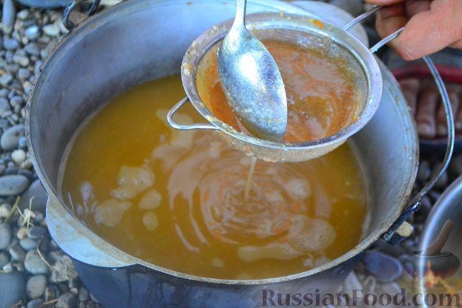 Фото приготовления рецепта: Халасле - венгерский рыбный суп - шаг №8